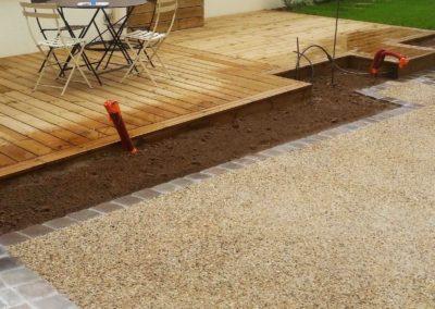 Jardidéal Paysagiste Nantes (44), réalisation d'un accès maison, pavage, massif et terrasse bois