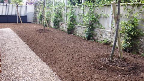 Jardidéal paysagiste aménagement Jardin , Allée de graviers, gazon et plantations