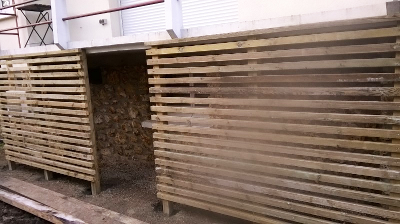 Jardidéal Paysagiste, Panneau en bois sur mesure en chevron de pin traité