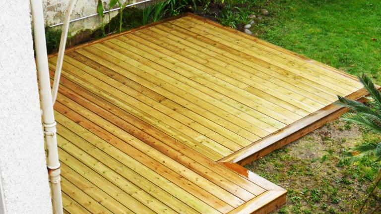 Jardidéal PAYSAGISTE, Nantes 44, terrase bois de pin traité qualité US (moins de gros noeud)