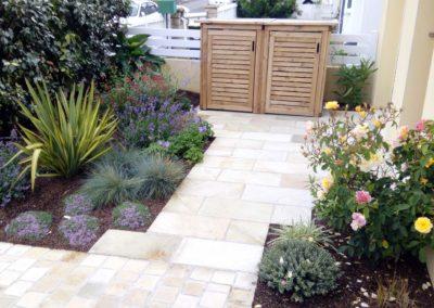 Jardidéal paysagiste à Nantes 44, réalisation d'un accès maison grès beige et massif cosse de sarrazin