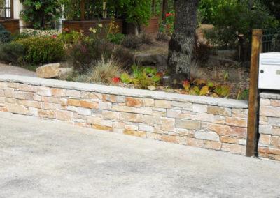 Jardidéal PAYSAGISTE, maçonnerie paysagère Nantes Saint Nazaire 44 : Muret habillage stone plack orient