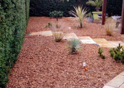 Jardidéal PAYSAGISTE, aménage votre jardin à Nantes et sa région (44) : réalisation d'un paillage en chataigner