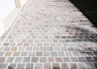 Jardidéal PAYSAGISTE Nantes 44 : réalisation d'un Pavage grès métissay joint blanc