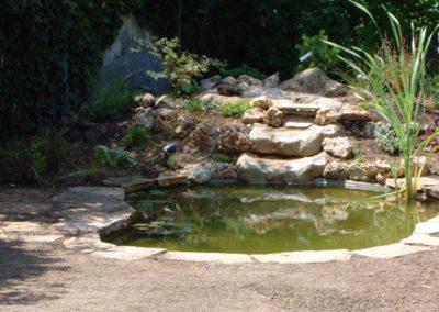 Jardidéal PAYSAGISTE Nantes 44 : réalisation d'un bassin d'agrément naturel en pierres