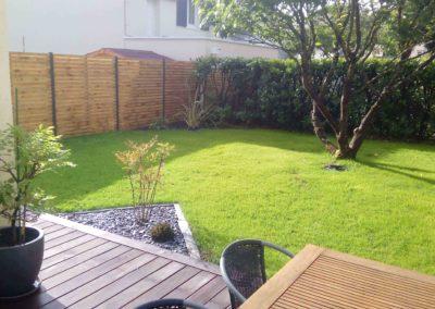 Jardidéal PAYSAGISTE Nantes 44 , aménagement extérieur paysager : Terrasse, massif, gazon et panneau en bois